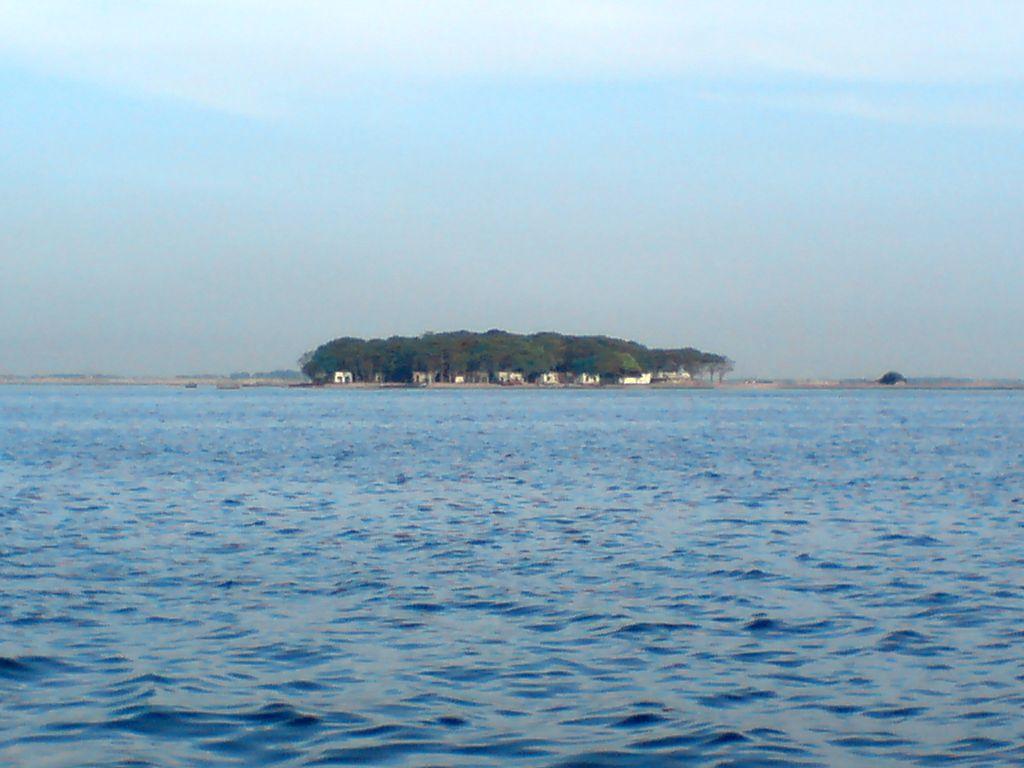 (Kelihatannya) Pulau Onrust