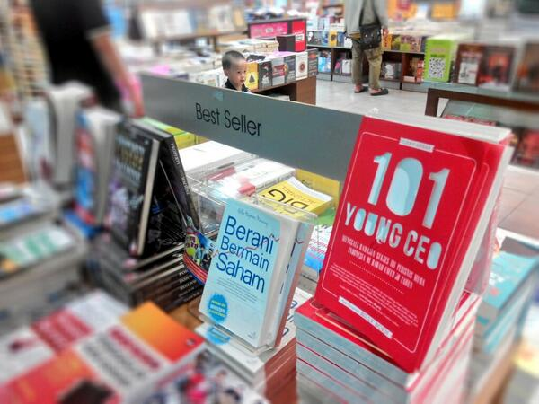 101 Young CEO di rak Best Seller di Gramedia