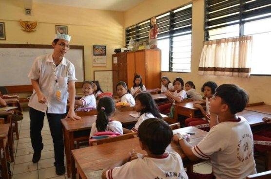 Di Kelas Inspirasi Indonesia Mengajar, bercerita tentang profesi ke anak-anak SD