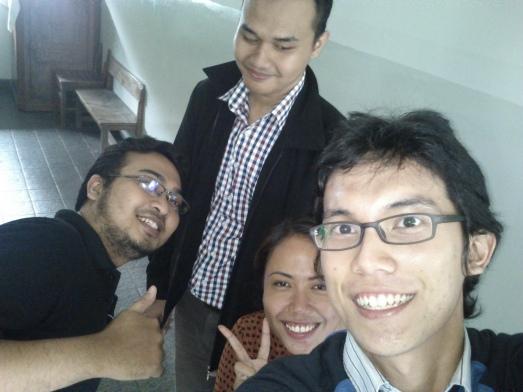 Selfie bersama Pak Lingga (Guru SMK Sumbangsih), Gita (YangMuda.com), dan Dimas (Kartunet.com)